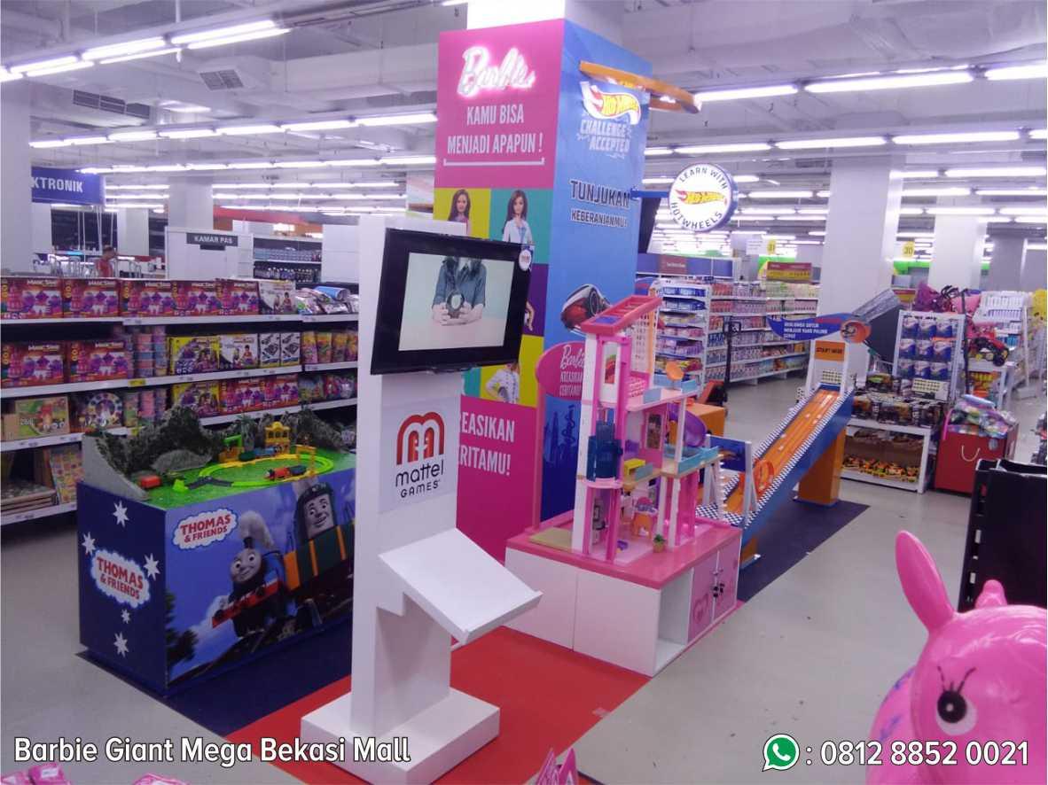 33. Barbie Giant Mega Mall Bekasi